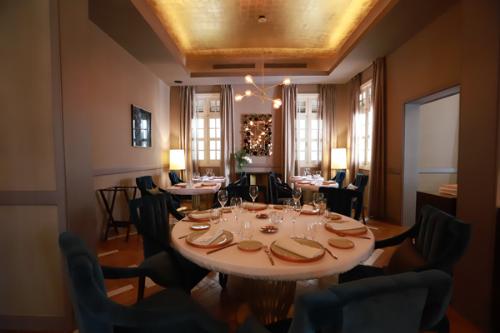 Nhà hàng đẳng cấp 3 sao Michelin trong biệt thự cổ giữa Sài Gòn