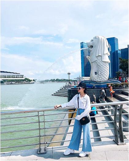Công viên Merlion Park bên vịnh Marina là nơi du khách có thể chiêm ngưỡng vẻ đẹp của tượng sư tử biển và chụp ảnh kỷ niệm.
