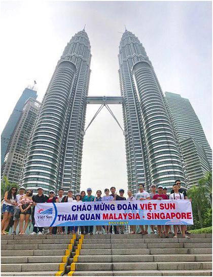 Tháp đôi Petronas Twin Towers là biểu tượng và niềm tự hào của người dân Malaysia.