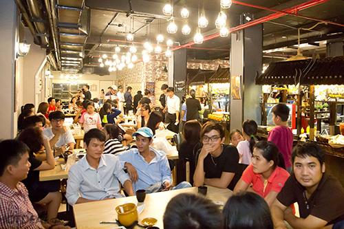 Khu ẩm thực Thái ở đường Nguyễn Tri Phương, quận 5Từ những món mặn đến món ngọt, từ quen thuộc hay xa lạ đối với những người đã từng đến Thái Lan, địa chỉ này có tất tần tật những món như vậy. Nơi này được vận hành như một khu ẩm thực đường phố.