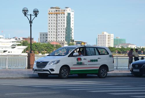 Sở Giao thông vận tải Đà Nẵng đã yêu cầu Hiệp hội taxi Đà Nẵng, các đơn vị taxi trên địa bàn khẩn trương họp toàn bộ đội ngũ lái xe taxi, chấn chỉnh thái độ phục vụ. Ảnh minh họa: Baogiaothong.