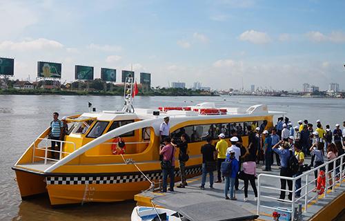 Bến đầu tiên của tuyến buýt sông đặt tại công viên Bạch Đằng (quận 1). Ảnh: Hữu Công.