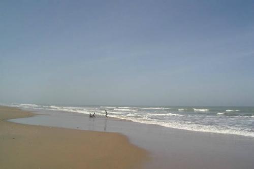 Diouloulou có những bãi biển tuyệt đẹp, thu hút nhiều du khách. Ảnh: Airbnb.