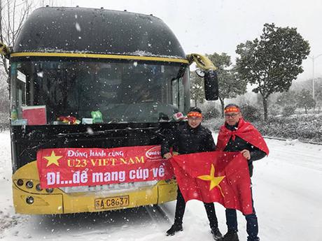 Dù gặp nhiều trở ngại, du khách Việt vẫn náo nức lên đường ủng hộ U23 Việt Nam.