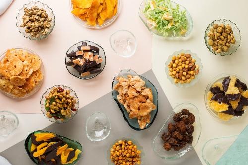 Những thức quà Tết truyền thống mang nét biến tấu từ ẩm thực châu Âu.