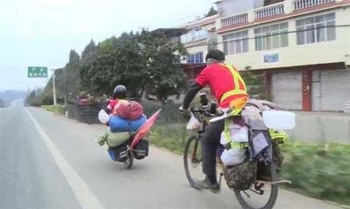 Hai cha con dự địnhđi xe đạp với quãng đường dài 1.500 km. Ảnh: Sina.