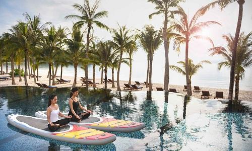 Khu nghỉ dưỡng ven biển có không gian hoàn hảo cho những bài tập yoga thư thái.