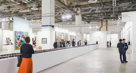 Diễn ra từ ngày 17 đến 28 tháng 1 năm 2018, Singapore Art Week (Tuần lễ Nghệ thuật Singapore) là sự kiện nghệ thuật thường niên quy tụ hàng nghìn các tác phẩm nổi tiếng của các nghệ sĩ khắp nơi trên thế giới. Ở lần thứ sáu tổ chức, Tuần lễ Nghệ thuật Singapore 2018 có hơn 100 sự kiện khác nhau từ hội chợ nghệ thuật, khai trương phòng trễn lãm cho đến các hoạt động tham quan trên khắp đất nước Singapore.