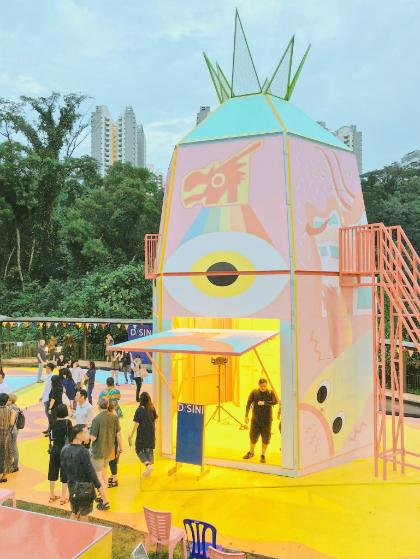Tuần lễ Nghệ thuật Singapore 2018 mang đến cho du khách trong nước và quốc tế những trải nghiệm nghệ thuật chất lượng, từ truyền thống tới hiện đại. Chuỗi sự kiện đã củng cố vị trí dẫn đầu của Singapore với tư cách là điểm đến nghệ thuật của châu Á. Những hoạt động hội chợ, khai trương phòng tranh, triển lãm, các con đường đi dạo nghệ thuật góp phần xây dựng không gian chia sẻ và kết nối cho nghệ sỹ từ khắp mọi nơi trên thế giới với bức tranh muôn màu của nghệ thuật thị giác Đông Nam Á.