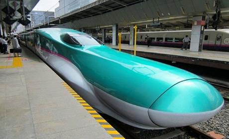 Nhật Bản: Hệ thống dịch vụ vận chuyển hiện đại, Khung xương ngoài chạy bằng điệnXuất hiện lần đầu tiên vào năm 1964 ở Olympics Tokyo, Tàu viên đạn đã khiến cả thế giới phải kinh ngạc khi nó chạy với vận tốc 209 km/h. Ngày nay, Shinkansen với vận tốc 603,5 km/h trong lần thử nghiệm đã phá mọi kỷ lục. Nhật Bản dự kiến sẽ đưa loại tàu này vào sử dụng năm 2027, giúp du khách di chuyển chặng đường 280 km chưa đầy 40 phút.Người máy không còn là điều xa lạ với người Nhật. Vào buổi sáng, bạn có thể gặp đầu bếp robot làm bánh trong nhà hàng hay một cô robot dọn phòng trong khách sạn. Tuy nhiên, điều tuyệt vời nhất là người tàn tật có thể đi lại nhờ một bộ khung xương ngoài chạy bằng điện. Chúng tôi muốn thế giới biết rằng, tương lai thuộc về người máy là lời khẳng định của những nhà phát triển Hybrid Assistive. Tất cả thử nghiệm đều thành công và con người không phải ấn bất kỳ nút nào để di chuyển khi đôi chân máy này sẽ nhận lệnh từ dây thần kinh cơ chân của bạn.
