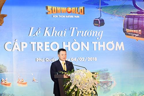 Ông Đặng Minh Trường, Phó Chủ tịch, Tổng giám đốc Tập đoàn Sun Group cũng đánh giá tiềm năng du lịch Phú Quốc khó nơi nào trên thế giới sánh được, kể cả Maldives hay Bali (Indonesia), Phuket (Thái Lan). Tuy nhiên, tốc độ tăng trưởng của du lịch Phú Quốc nhiều năm qua vẫn chưa xứng đáng với những tiềm năng thiên phú đó.  Năm 2017, Phú Quốc đã đón xấp xỉ 3 triệu lượt khách. Dù đã tăng hơn gấp đôi năm 2016, nhưng vẫn cách xa so với hơn 8 triệu lượt khách đến Phuket hàng năm. Ngoài vẻ đẹp thiên nhiên, du lịch Phú Quốc không có nhiều trải nghiệm vui chơi giải trí hấp dẫn, dịch vụ còn nghèo nàn, đặc biệt là ở khu vực Nam đảo.