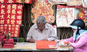 Giá triệu đồng cho một lần thuê viết chữ ngày Tết ở Sài Gòn