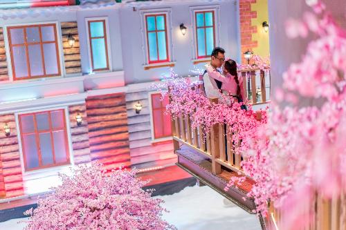 Dịp Valentine và Tết Nguyên đán này, du khách tại Sài Gòncó thể đắm mình trong vườn hoa anh đào lãng mạn như phim Hàn Quốc, giao lưu hóa Tết giữa xứ sở Kim Chi và Việt Nam với nhiều hoạt động vô cùng đặc sắc tại khu giải trí Snow Town.