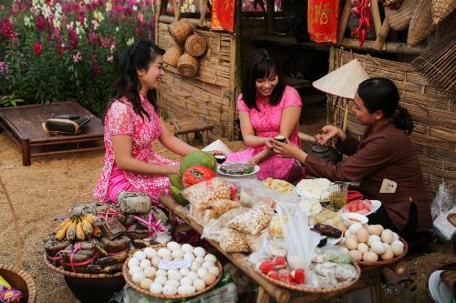 MC Thanh Bạch chơi Tết trong thung lũng vạn hoa giữa Hà Nội - 4