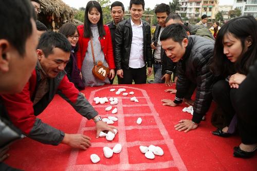 MC Thanh Bạch chơi Tết trong thung lũng vạn hoa giữa Hà Nội - 5
