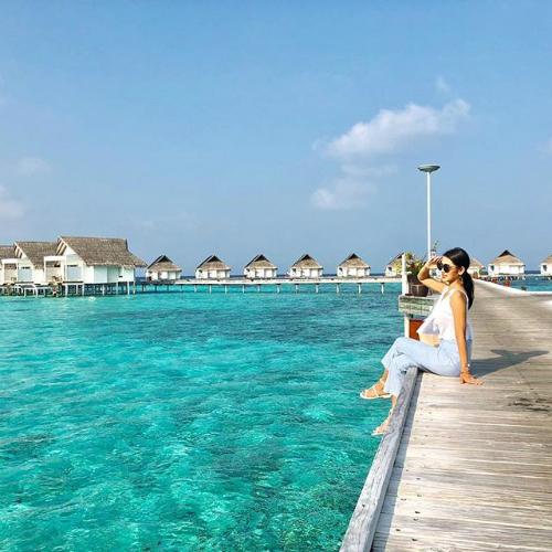 Du khách vẫn tận hưởng kỳ nghỉ yên bình tại Maldives.