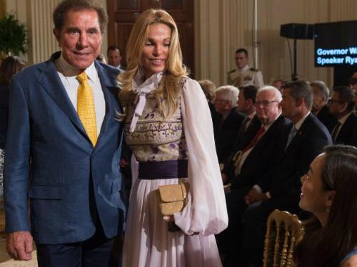 Steve và vợ trong một bữa tiệc ở Nhà Trắng. Ảnh: News.