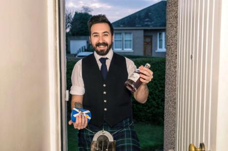 Yếu tố ngoại hình được ưu tiên khi chọn người xông nhà ở Scotland.