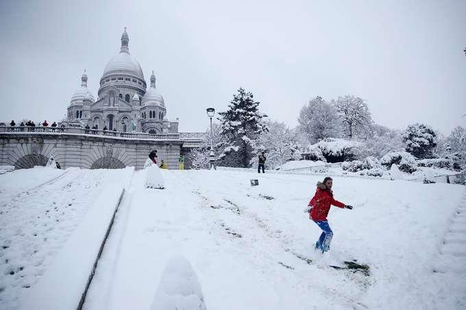 Thủ đô Paris biến thành thiên đường tuyết trắng