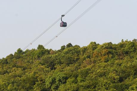 Khai trương đúng dịp Tết Nguyên đán Mậu Tuất, khu du lịch Sun World Hon Thom Nature Park triển khai chương trình khuyến mại hấp dẫn áp dụng cho mọi đối tượng du khách. Cụ thể, khi mua 1 vé cáp treo Hòn Thơm, du khách sẽ được tặng thêm 1 vé. Chương trình áp dụng cho 500 khách hàng đầu tiên mỗi ngày trong 05 ngày từ 18/2 đến 22/2/2018.