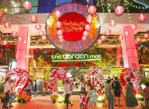 Khám phá khu vườn nhiệt đới bừng nở màu sắc rộn rã của The Garden Mall, bạn sẽ tìm thấy nhiều cảnh trí có thể ghi lại dấu ấn cho năm mới.