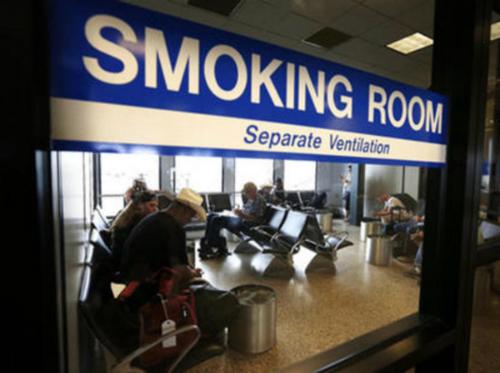 Tại các sân bay đều có khu vực riêng dành cho người hút thuốc. Ảnh: News.