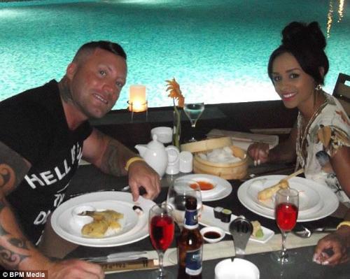 Bức ảnh chụp lại nhà hàng nơi cặp đôi ăn uống đã vô tình tố cáo việc nói dối của họ. Ảnh: BPM Media.