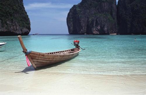 Bãi biển Thái Lan đóng cửa vì quá nổi tiếng - ảnh 1