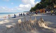 Du khách đổ xô tới Boracay dù hòn đảo bị ví như 'hầm chứa thải'
