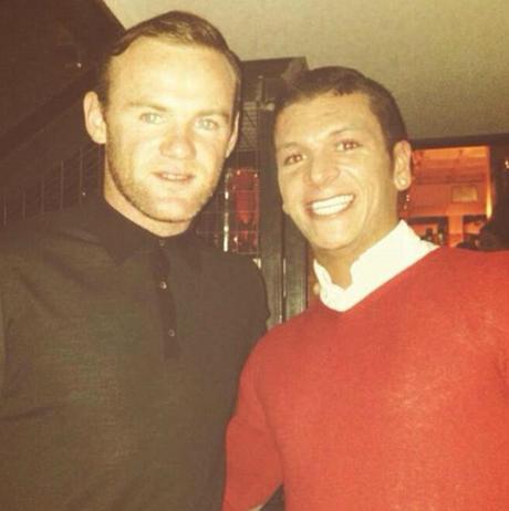 Lucas (phải) chụp cùng danh thủ Wayne Rooney. Ảnh: IG.