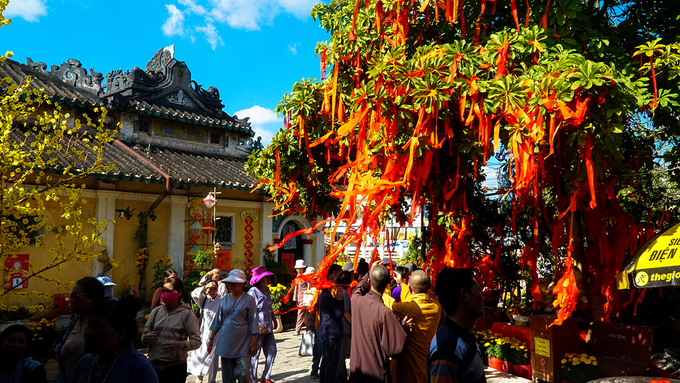 Du khách chen chân hành hương tại các chùa nổi tiếng Đồng Tháp
