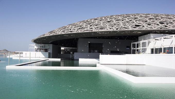 Bảo tàng Louvre nằm giữa biển ở Abu Dhabi