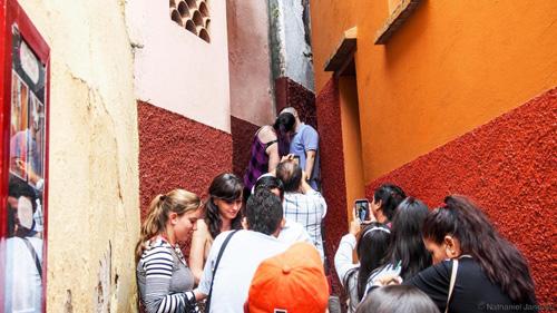 Nơi một nụ hôn được đổi bằng 15 năm may mắn ở Mexico