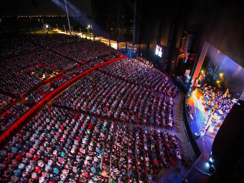 Cirque du Soleil thu hút đông đảo khách du lịch trên khắp thế giới trong mỗi đêm diễn. Nguồn ảnh: Québec Original