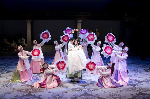 Thưởng thức nhạc kịch Miso được xem là một trong những trải nghiệm văn hóa thú vị nhất khi đặt chân đến xứ sở Kim Chi. Nguồn ảnh: TripHobo