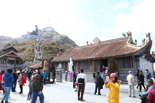 Nơi đỉnh thiêng kiêu hùng, một quần thể văn hóa tâm linh đã chính thức khánh thành, mở rộng cửa đón du khách thập phương tới du xuân lễ Phật, nguyện cầu bình an và chiêm bái các kiệt tác kiến trúc tâm linh thuần Việt.