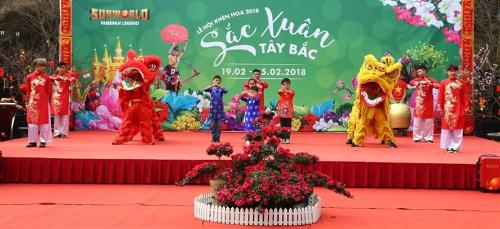 Bên cạnh đó, lễ hội năm nay còn đặc biệt hấp dẫn với những màn võ thuật truyền thống chủ đề Hào khí Fansipan do Hiệp hội Liên đoàn võ thuật tỉnh Lào Cai biểu diễn.