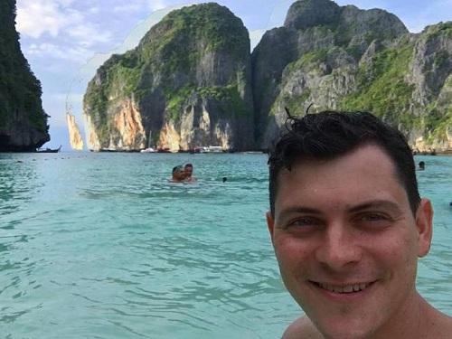 Matthew tận hưởng kỳ nghỉ tại vùng biển Thái Lan. Ảnh: Matthew Kepnes.