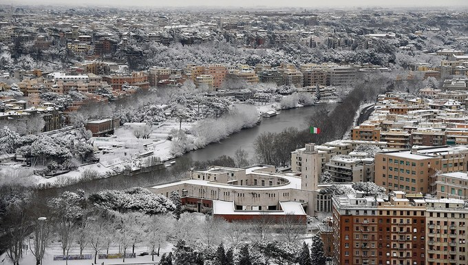 Rome hóa miền cổ tích khi tuyết rơi sau 6 năm