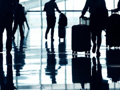 Giá vé máy bay trong tương lai có thể được tính toán dựa trênthu nhập, tuổi tác và khả năng đặt chuyến bay công tác. Ảnh: iStock.