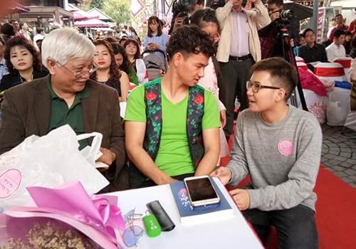 Buổi toạ đàm sáng 3/3 còn cósự tham gia của các nghệ sĩ như Xuân Bắc (áo xanh), Chí Trung, Quang Thắng...