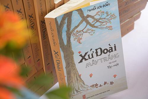 Trong ngày hội,500 cuốn tiểu thuyết Xứ Đoài Mây Trắng sẽ được tặng cho các bạn học sinh, sinh viên thủ đô.
