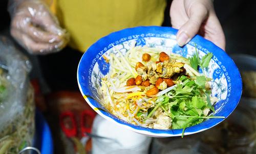 9 món ăn cứ đến Huế là phải thưởng thức đủ