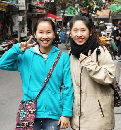 Khách Tây: Hiếm khi thấy phụ nữ Việt ngồi không/Khách Tây: Hiếm lúc nào thấy phụ nữ Việt ngơi tay làm việc - 4