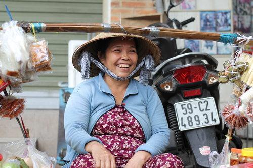 Khách Tây: Hiếm khi thấy phụ nữ Việt ngồi không/Khách Tây: Hiếm lúc nào thấy phụ nữ Việt ngơi tay làm việc - 7