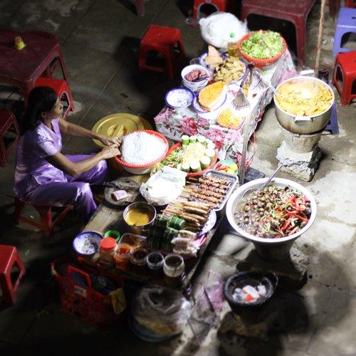 Khách Tây: Hiếm khi thấy phụ nữ Việt ngồi không/Khách Tây: Hiếm lúc nào thấy phụ nữ Việt ngơi tay làm việc - 6