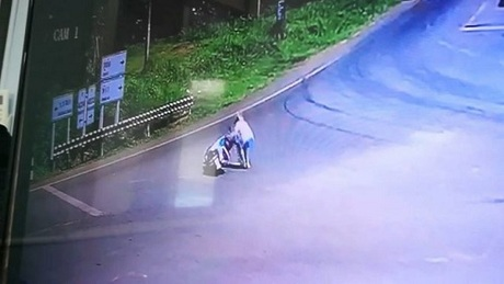 Ảnh chụp từ màn hình camera an ninh. Ảnh:Phuket Gazette.