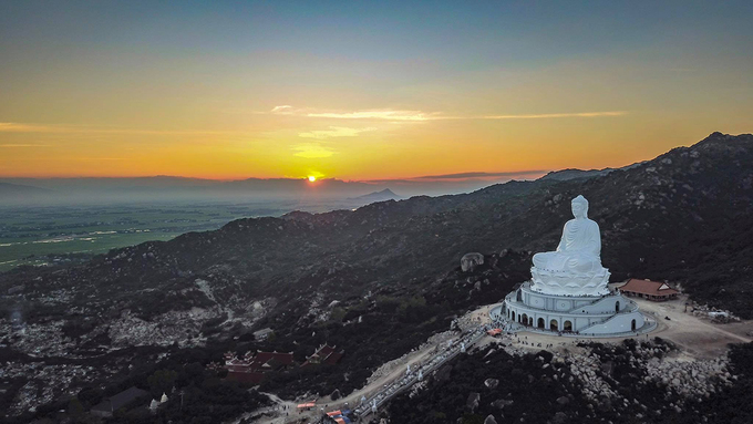 Tượng Phật ngồi lớn nhất Đông Nam Á ở Bình Định