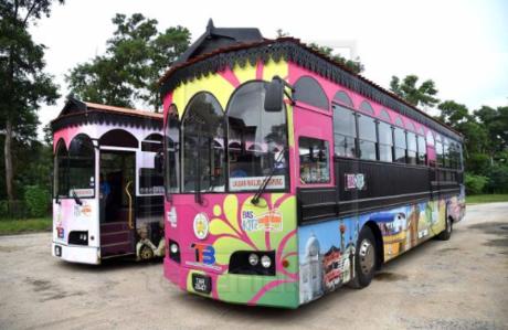 Tuy đẩy mạnh các hoạt động khai thác dầu và ga ngoài khơi, nhưng Terengganu không có dáng vẻ hối hả thường thấy của các đô thị công nghiệp. Xe bus Cas Ligas, giá chỉ khoảng 1  2 RM (Ringgit Malaysia)/ lượt là phương tiện di chuyển lý tưởng để tham quan hầu hết các địa điểm trong thành phố.