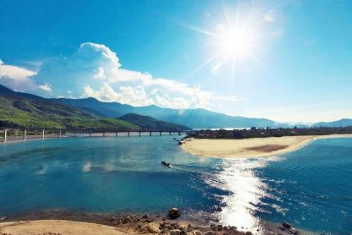 Vịnh Lăng Cô - điểm du lịch lý tưởng cho hè 2018 - ảnh 1